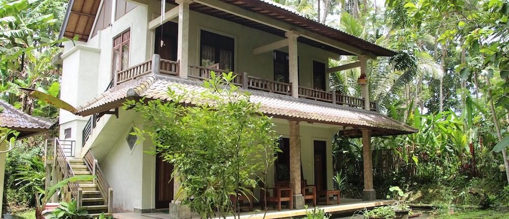 Student House Ashram Munivara